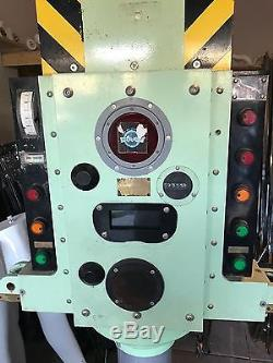 Steven Speilberg Dive Restaurant Navy Submarine Periscope Screen Used Movie Prop