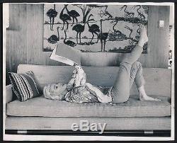 VERY RARE 1962 Original Photo MARILYN MONROE Reading by GEORGE BARRIS