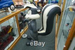 Warner Brothers Pepe Le Pew Skunk Rare Statue Store Display Comic Life Size